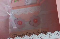 Z różowym wózeczkiem