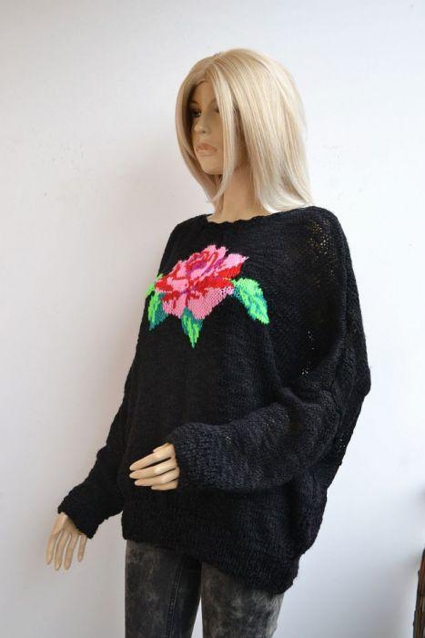 Sweterek z różą WALENTYNKI