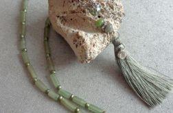 Wisior z oliwkowym chwostem