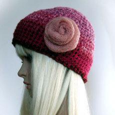 Z różą - czapka