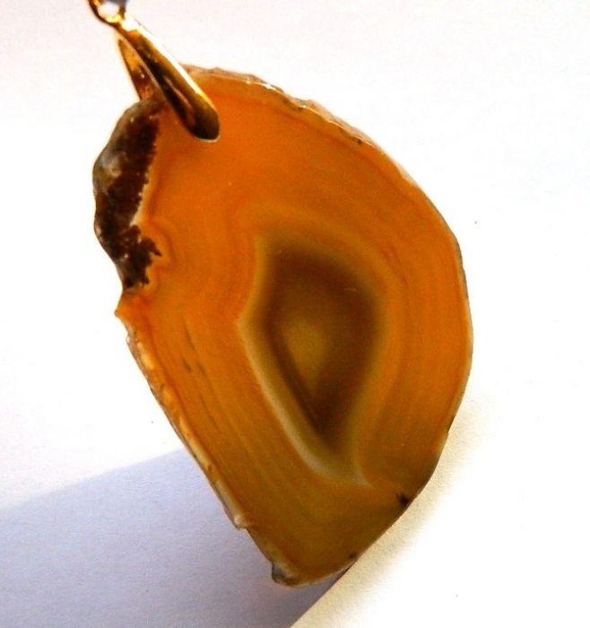 Miodowy agat,nieregularny duży plaster,wisior
