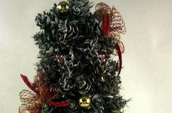 Choinka świąteczna z nietypowych szyszek