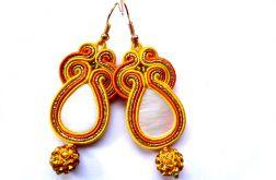 Kolczyki Sutasz zółto-pomarańczowe z masą perłową i Shamballa