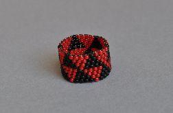 Pierścionek czarno-czerwony
