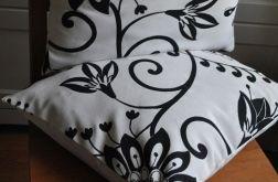 Biała poszewka w czarne kwiaty