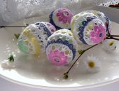 Koronkowe jajka pastelowe