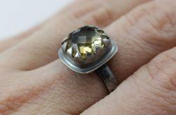 Fasetowany cytryn w srebrze - pierścionek
