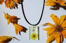wisiorek z kwiatem żółty z gwiazdą i brokatem