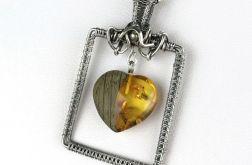 Srebrny wisiorek z sercem z bursztynu, drewna