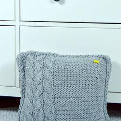 Poszewka na poduszkę szara z warkoczem