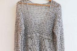 Szydełkowy sweterek w kolorze szarym