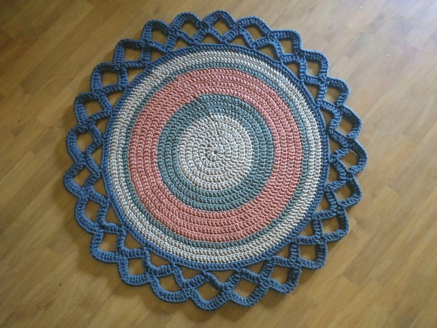 Dywan okrągły z dekoracyjnym wykończeniem