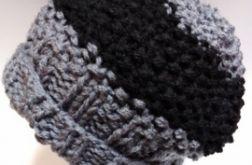 Ciekawa czapka zimowa dziergana