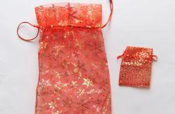 Czerwony woreczek na prezent w gwiazdki