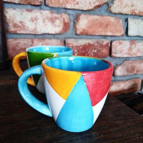 Kolorowe, ceramiczne filiżanki do espresso