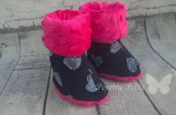 Ciepłe buciki w serduszka