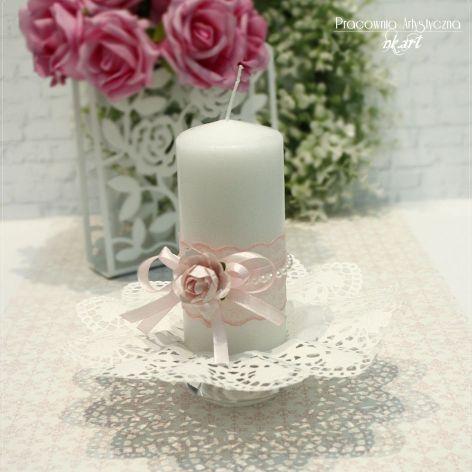 Świeca ozdobna z papierową różą