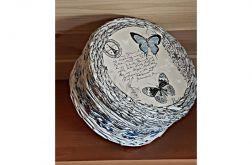 Koszyk z gazetowej wikliny niebieskie motyle