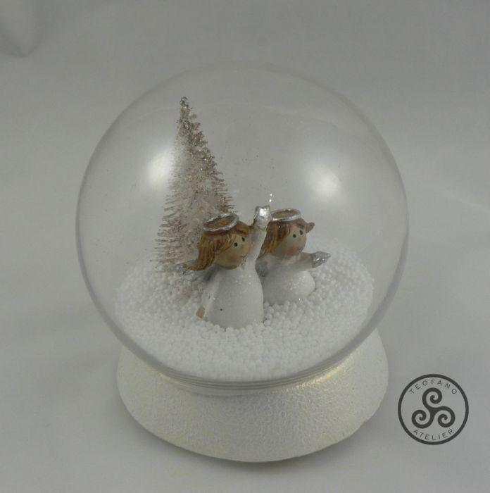 Kula z aniołkami w śniegu - kula