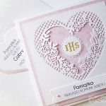 Kartka PAMIĄTKA I KOMUNII z sercem - Biało-różowa kartka komunijna z ozdobioną kopertą
