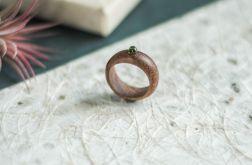 Mahoniowy pierścionek z peridotem