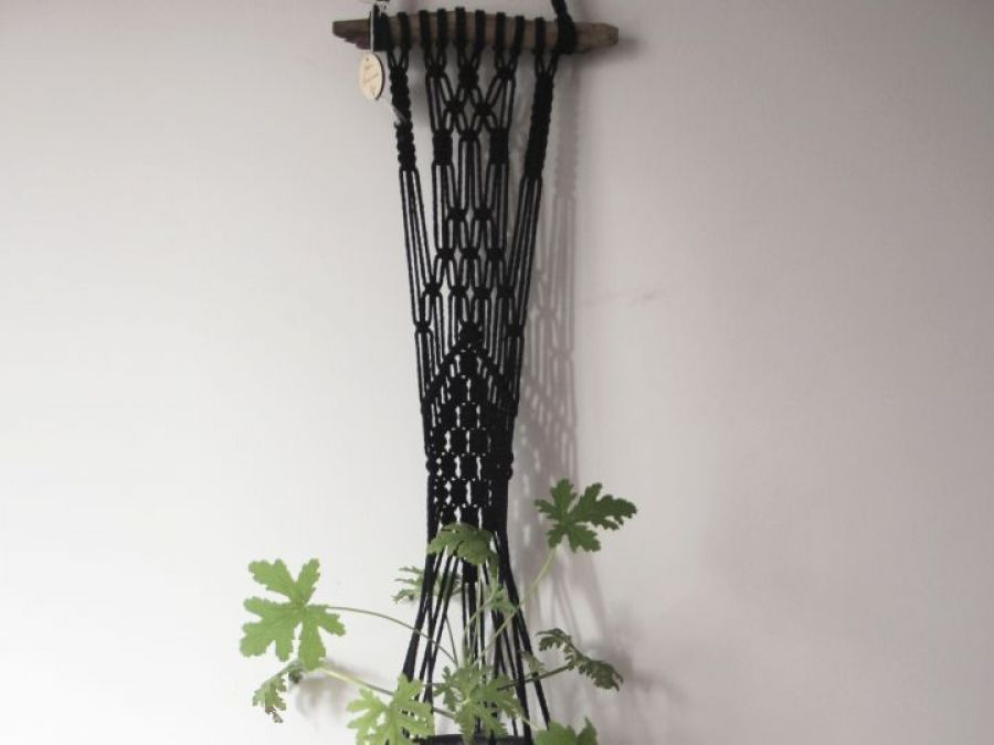 Czarny kwietnik wiszący / Makrama na kwiaty