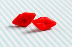 Czerwone usta całuski- sztyfty