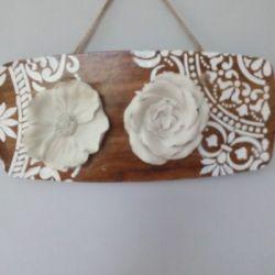 Ceramiczne kwiaty na deseczce