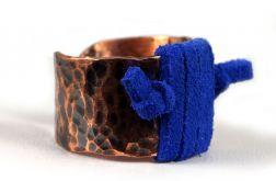 Szeroki regulowany pierścionek z rzemieniem