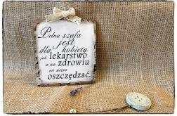 Tabliczka z napisem, ~Pełna szafa ....~