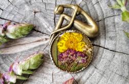 Broszka z kolorowymi kwiatami
