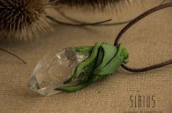 Wisior inspirowany naturą z kryształem