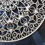 Drewniana mandala z krokusami - Ażurowa mandala