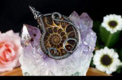 Miedziany wisior ze skamieliną Ammonitu