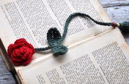Romantyczna zakładka -szydełkowe róża