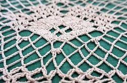 Serweta szydełkowana w kolorze beżowym