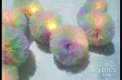 Tęczowa girlanda LED z pomponów tiulowych