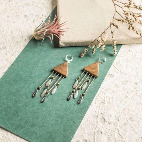 Drewniane kolczyki ze strunami