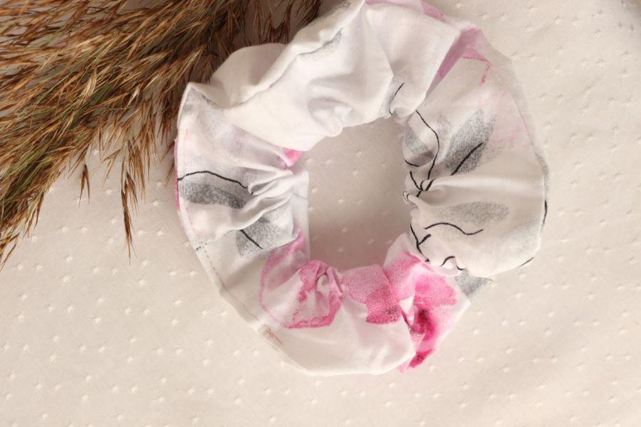 Frotka/gumka w romantyczne kwiaty - Frotka do włosów