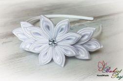 Opaska z kwiatkami biała dla dziewczynki