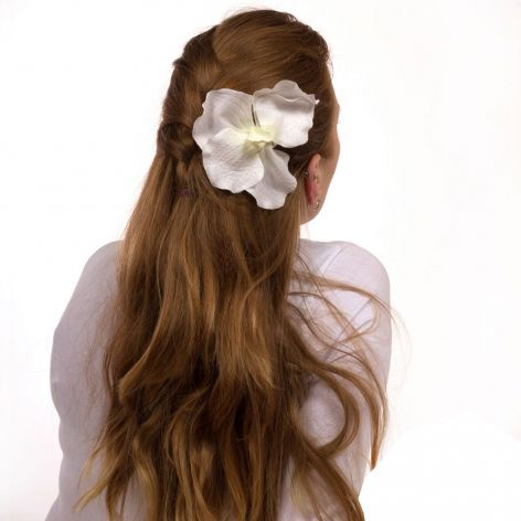 Spinka, broszka z motywem kwiatów