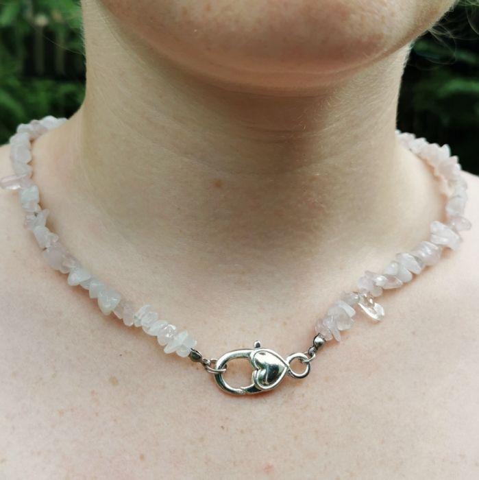 Naszyjnik z różowego kwarcu z zapięciem - Naszyjnik z różowych kamieni