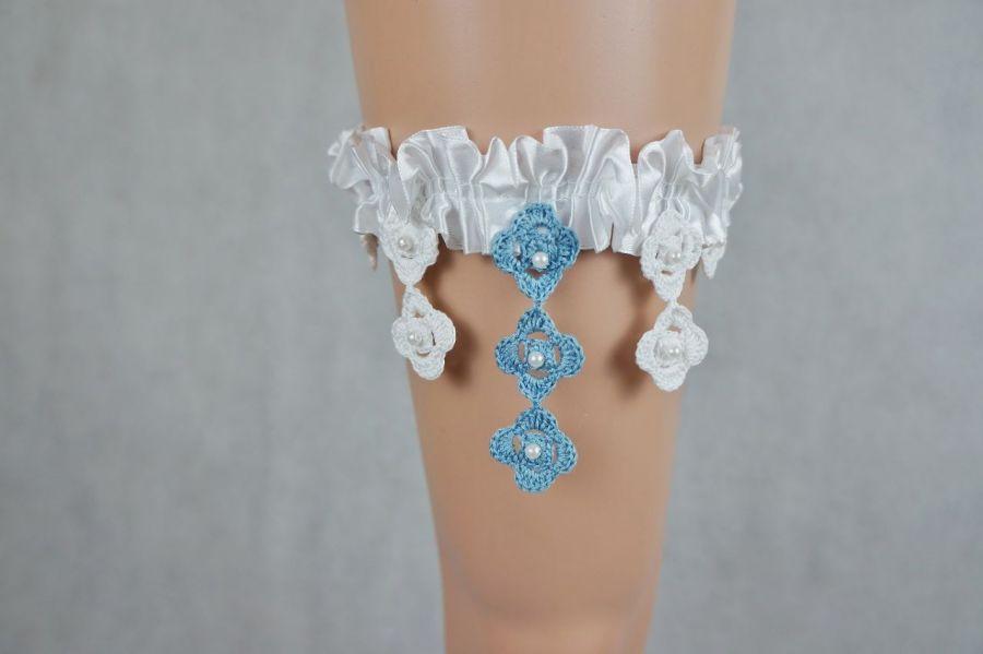 Podwiązka ślubna biała z niebieskim