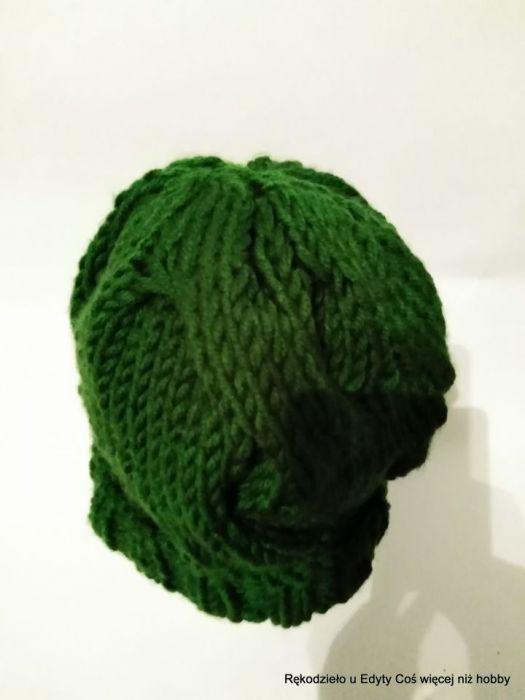 Czapka dziergana na  drutach