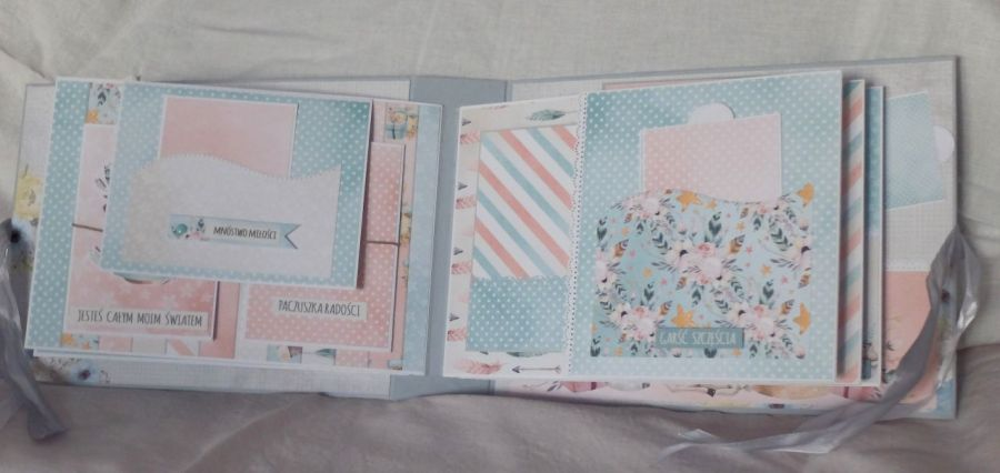 Album dla dziecka w pastelowych kolorach