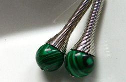 Długie kolczyki z malachitami.