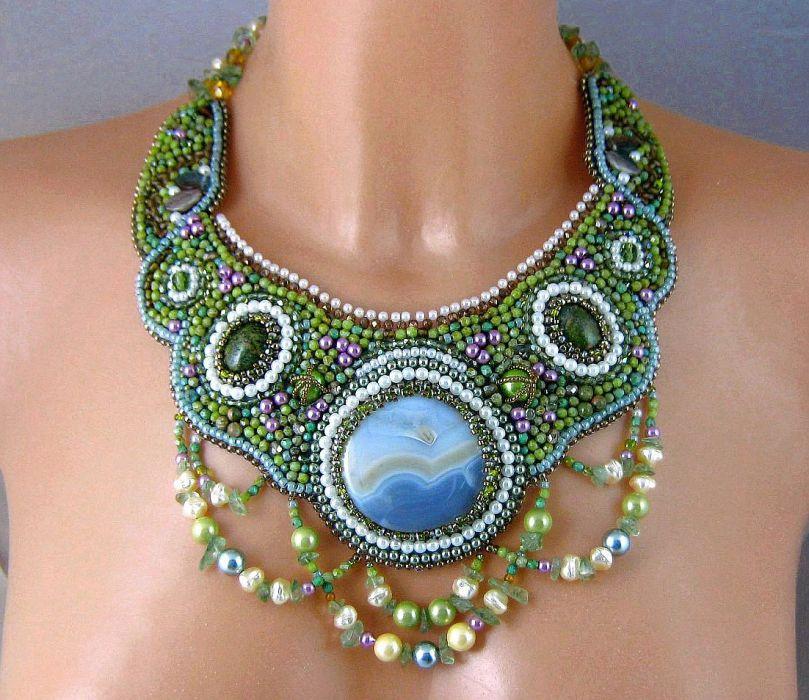 Wenus  - kolia zielona, haft koralikowy,