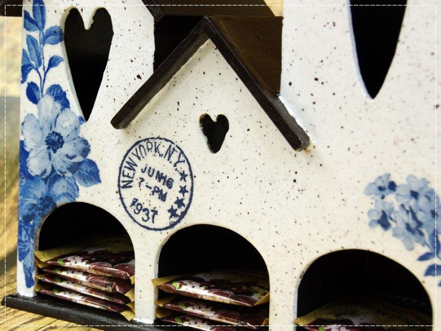 Domek na herbatę -niebieskie kwiaty