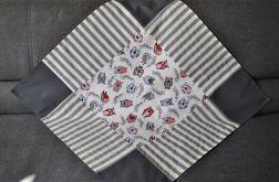 Kwadratowy obrus 80 x 80 cm - wesołe sowy