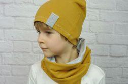 Brązowa czapka i komin dla chłopca